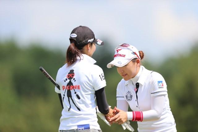 2012年 日本女子プロゴルフ選手権大会コニカミノルタ杯 2日目 有村智恵 腰は低いが目だけは笑ってません。