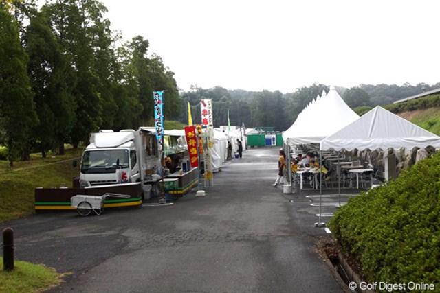 2012年 TOSHIN GOLF TOURNAMENT IN 涼仙 3日目 ギャラリープラザ 雷雨のため入場制限され閑散としたギャラプラ