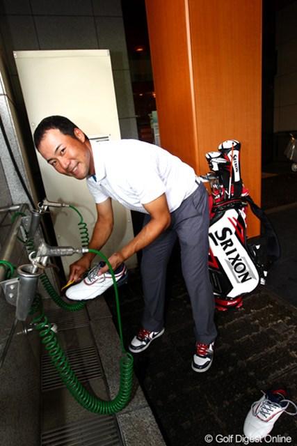 2012年 TOSHIN GOLF TOURNAMENT IN 涼仙 3日目 佐藤祐樹 靴の手入れは大事です