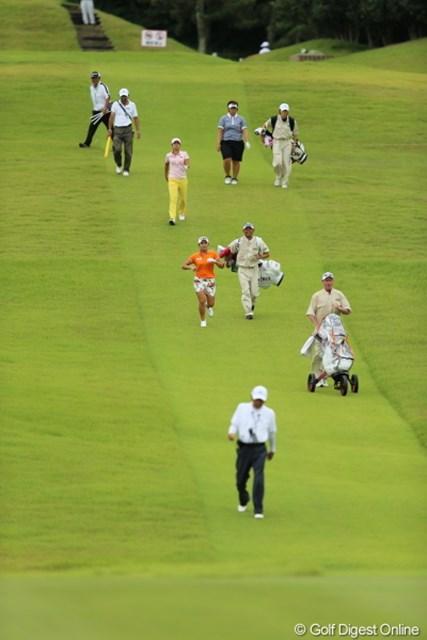 2012年 日本女子プロゴルフ選手権大会コニカミノルタ杯 3日目 イ・ボミ 今週はのろのろプレイしてるとすぐイエローカード出ちゃうの。だから急ご!