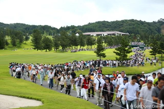 2012年 日本女子プロゴルフ選手権大会コニカミノルタ杯 3日目 ギャラリー トップスタート組からこの数のギャラリー!すご!