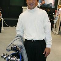 ヨネックスのブースでは、今年から契約を結んだ米山剛プロが姿を現した ジャパンゴルフフェア2003 2日目 米山剛
