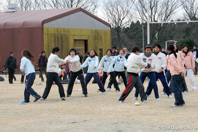 合同トレーニング 午前中は2チーム対抗での短距離ダッシュなども行われた