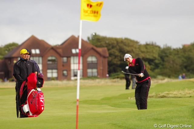 2012年 全英リコー女子オープン 事前情報 レクシー・トンプソン 強風の中でもまったく動じないテンポで練習をこなす。体格もたくましくなったきた