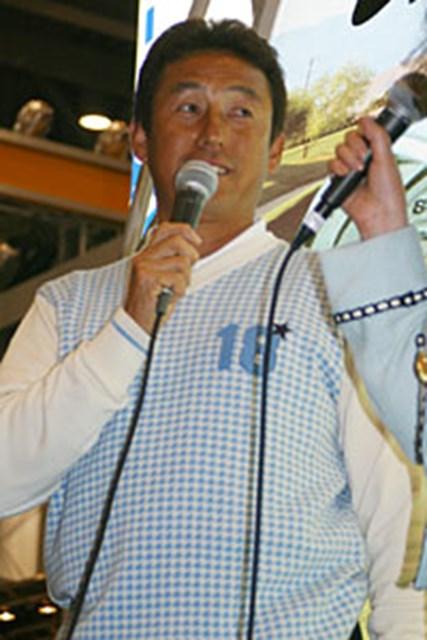 ジャパンゴルフフェア2003 最終日 芹澤信雄 セイコーのブースには人気者・芹澤信雄プロの姿が