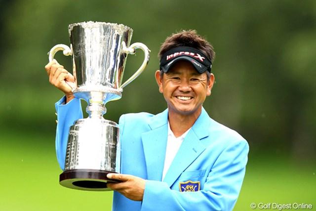 2012年 ANAオープンゴルフトーナメント 最終日 藤田寛之 逆転で今季3勝目を手にした藤田寛之。賞金ランクトップの座も奪還!