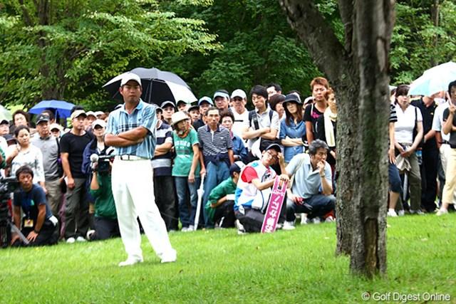 2012年 ANAオープンゴルフトーナメント 最終日 池田勇太 18番、右の林に・・・最終ホールで痛いトラブル