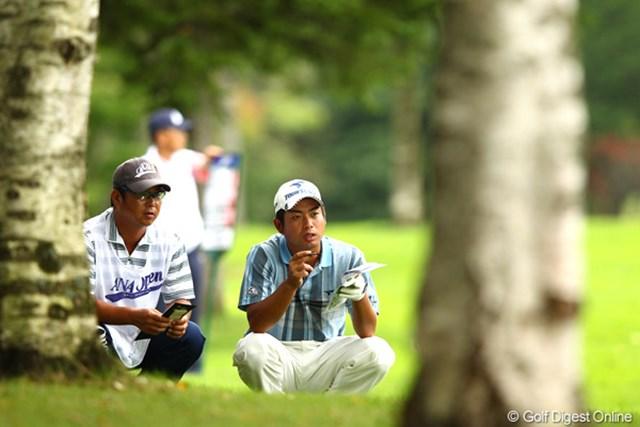 2012年 ANAオープンゴルフトーナメント 最終日 池田勇太 17番、座り込んでコース確認