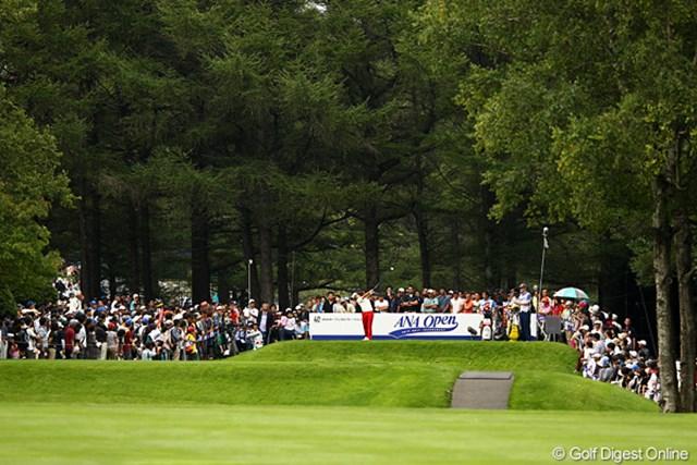 2012年 ANAオープンゴルフトーナメント 最終日 石川遼 15番ティ。遼くんの組は相変わらずギャラリーが多いですよ