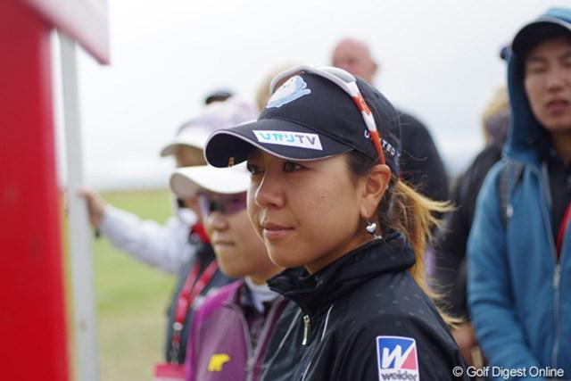 2012年 全英リコー女子オープン 最終日 宮里美香 第3ラウンドを終え、一旦アテストに向かう宮里美香と申智愛