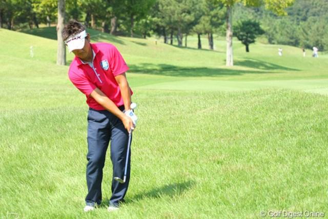 2012年 アジアパシフィックオープンゴルフチャンピオンシップ パナソニックオープン 事前情報 藤田寛之 グリーン周りの深いラフに警戒する藤田寛之。負けたくないという気持ちで2週連続優勝に挑む