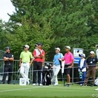 台湾の若手メンバーをサポートする曽秀鳳は選手のスイングを写真に撮ってアドバイスを送っていた(写真一番左) 2012年 アジアパシフィックオープンゴルフチャンピオンシップ パナソニックオープン 事前情報 曽秀鳳