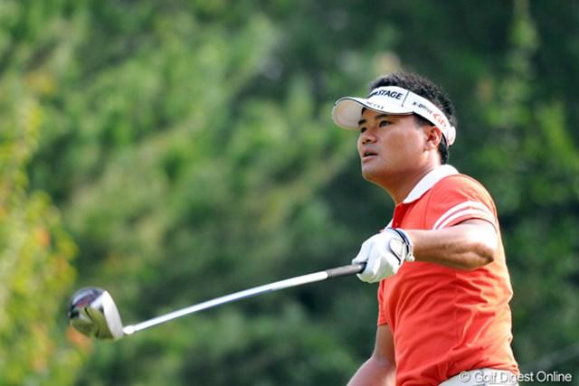 2012年 アジアパシフィックオープンゴルフチャンピオンシップ パナソニックオープン 初日 宮里優作 タートホールこそボギーを叩いたものの、持ち前の飛距離を生かして、553ヤードのロングでイーグルを奪うなど、納得の7アンダー発進です~。2位T