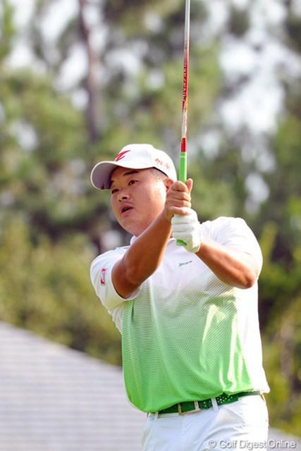2012年 アジアパシフィックオープンゴルフチャンピオンシップ パナソニックオープン 初日 小田孔明 やっぱりコーメーちゃんが神戸・三宮からコースに通う時の強さは本物ですワ。8バーディですもん!2位T