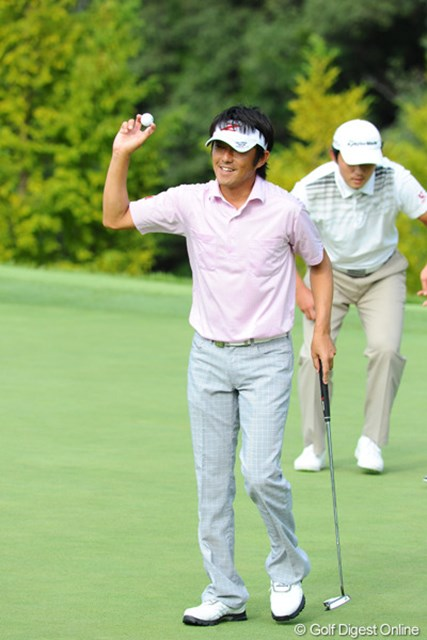 2012年 アジアパシフィックオープンゴルフチャンピオンシップ パナソニックオープン 初日 山下和宏 アウトを怒涛の6アンダーでターン!ギャッリーから「明日も頑張れ」と声をかけられ「まだ半分残ってるんです」と苦笑いで返しておりました。