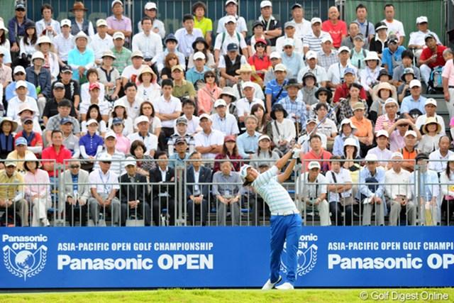 2012年 アジアパシフィックオープンゴルフチャンピオンシップ パナソニックオープン 初日 石川遼 世界のパナソニックの看板を背に、世界のリョーへと羽ばたいて欲しいんですが、この日はアイアンの精度を欠いて、不本意なイーブン、66位タイスタートとなりました…