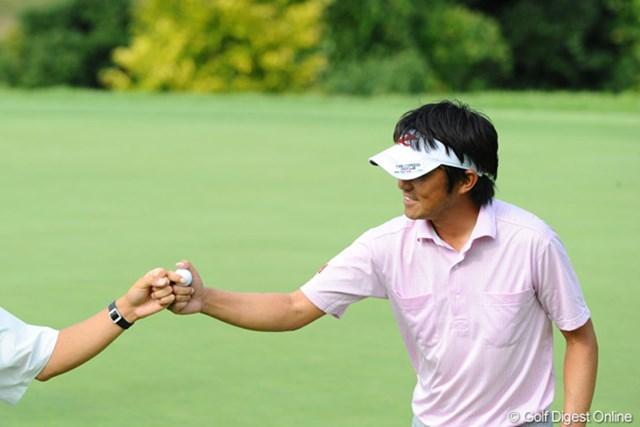 2012年 アジアパシフィックオープンゴルフチャンピオンシップ パナソニックオープン 初日 山下和宏 4連続、3連続と気持ち良くバーディを量産し7アンダー2位タイにつけた山下和宏
