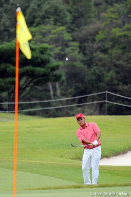 2012年 アジアパシフィックオープンゴルフチャンピオンシップ パナソニックオープン 2日目 小田孔明 夕暮れ迫る中ラウンドを終えた小田孔明が2位タイをキープ