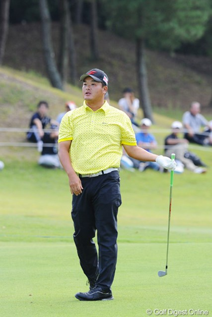 2012年 アジアパシフィックオープンゴルフチャンピオンシップ パナソニックオープン 最終日 小田孔明 17番ショートでまさかのボギーを叩いて16アンダー。最終ロングは絶好の位置からセカンドショット。ところがそこからまさかの池ポチャでボー然自失…。