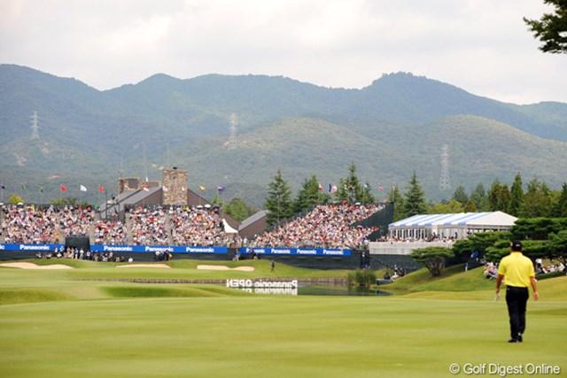 2012年 アジアパシフィックオープンゴルフチャンピオンシップ パナソニックオープン 最終日 小田孔明 打ち込んだ池に向かってトボトボと歩くコーメーちゃん。この時点で小林君の優勝が確定的に…。