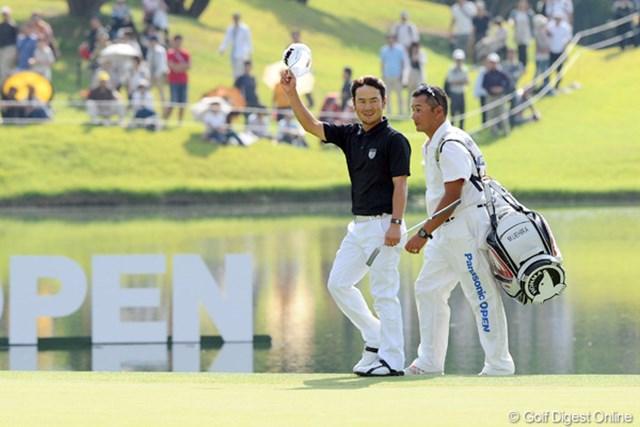 2012年 アジアパシフィックオープンゴルフチャンピオンシップ パナソニックオープン 最終日 上平栄道 最終日はスコアを伸ばせなかったものの、笑顔でギャラリーに応えるます。戦いきった充実感というやつでしょうなァ。立派やったよ!3位