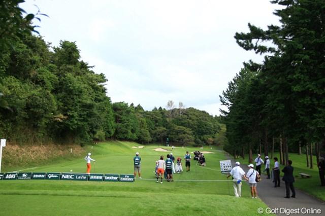 2012年 日本女子オープンゴルフ選手権競技 初日 11番パー3 トンネルを出ると、別世界のように静まり返った11番と12番が
