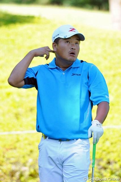 2012年 コカ・コーラ東海クラシック 2日目 小田孔明 満足のいくショットにならず、少々ふてくされながら耳をポリポリしております。それでも順位を上げて8位タイ。今週こそは…。