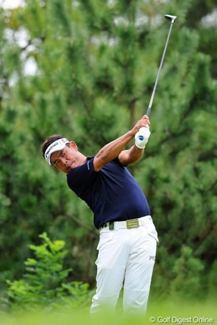 関西人らしく、ふてぶてしさ満載のプレースタイルで5バーディ、1ボギーという完璧なゴルフを展開。18位から単独5位に急浮上!