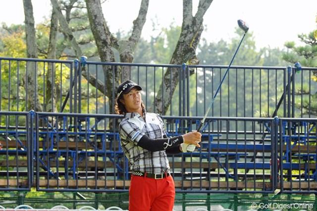 2012年 コカ・コーラ東海クラシック 最終日 石川遼 誰もいないギャラリースタンドの前でティショットを放つ石川遼。