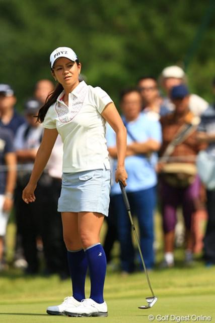 2012年 日本女子オープンゴルフ選手権競技 最終日 宮里藍 パットに苦しみ11位に後退した宮里藍。グリーン上で歓声が湧くことはなかった