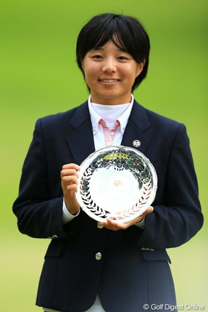 篠原真里亜と3ホールに及ぶプレーオフを制し、ローアマ獲得です。