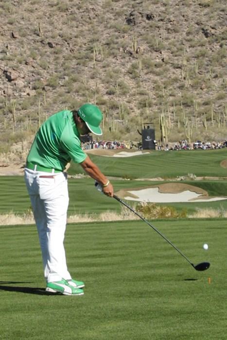 R・ファウラーのインパクト。鋭く振っても右足かかとはほとんど浮かない。 「週刊ゴルフダイジェスト」(2012年10月16日号)  リッキー・ファウラー