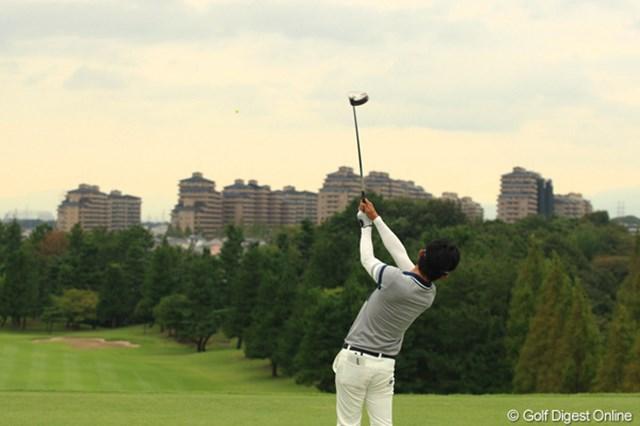 マンション群に向かってティショットするゴルフ場は、なかなかないですよね。