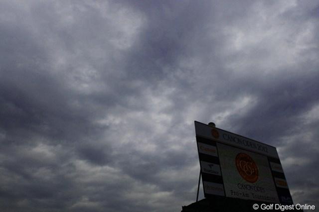 今日は雨が降ったり止んだりの一日でした。台風の進路も気になるところですが・・・秋晴れが続くとイイですね。