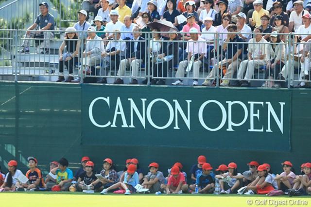 小学生がトーナメントを社会科見学です。「ゴルフって面白いなぁ。」と「ゴルフやってみたいなぁ。」と思ってくれたでしょうか?