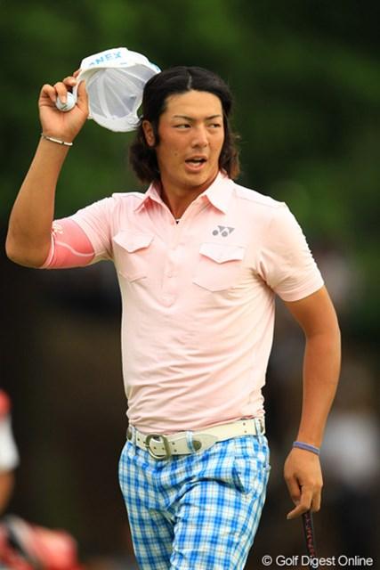 2012年 キヤノンオープン 3日目 石川遼 大観衆が詰め掛ける最終日。石川遼は池田勇太、手嶋多一と最終組でプレーする。