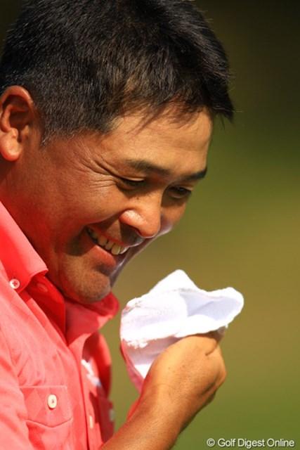 2012年 キヤノンオープン 3日目 手嶋多一 65のスーパーラウンドで、首位と2打差の2位タイへ。明日は、池田・石川と最終組でラウンドです。ベテランの汗もカッコイイですよね。