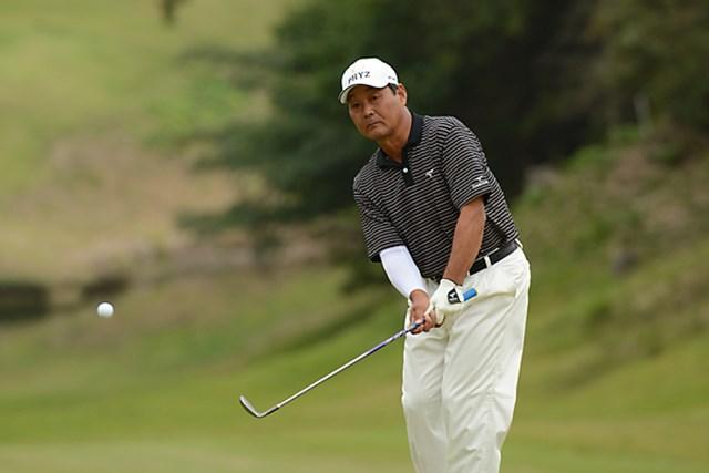 2012年 日本プロゴルフシニア選手権大会 3日目 飯合肇 首位の室田淳を1打差でぴたりとマークする飯合肇 ※画像提供:日本プロゴルフ協会