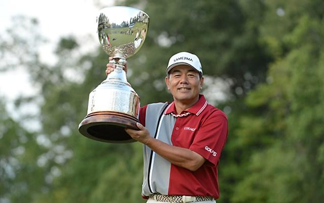 リードを守りきり、今大会3度目のタイトルを獲得した室田淳 ※画像提供:日本プロゴルフ協会
