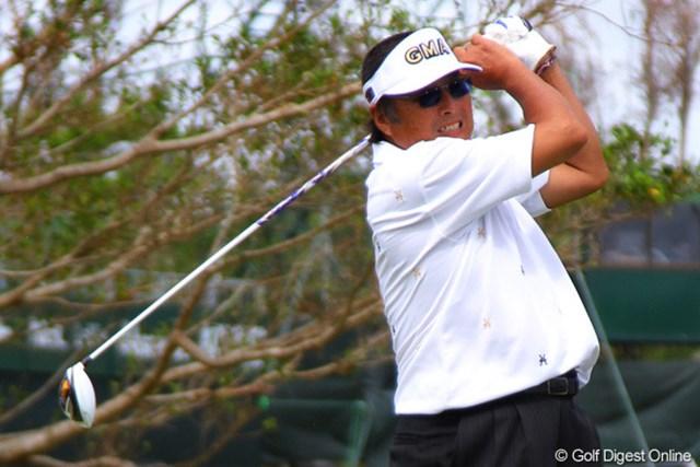 開幕前日、ジャンボ尾崎は18ホールの練習ラウンドで調整した。