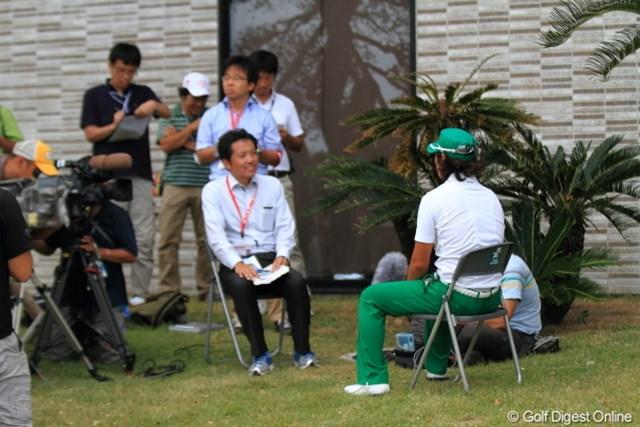 2012年 日本オープンゴルフ選手権競技 事前 石川遼 先週のフラッシュで叩かれていたけれど、やっぱり遼様の会見は椅子ありなのね。