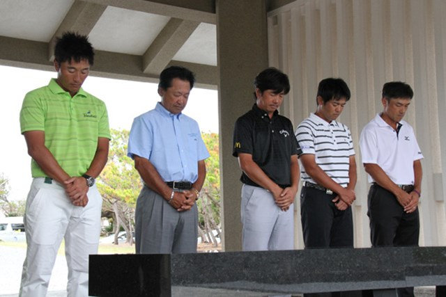 2012年 日本オープンゴルフ選手権競技 事前 平和祈念公園 沖縄初開催の日本オープン。開幕前日に5選手が日本ツアーを代表して平和祈念公園を訪問した。