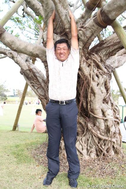今週はNHKでの解説を羽川プロとともに務める加瀬プロ。沖縄らしく…ガジュマルの木に登って?いただきました。すみません!