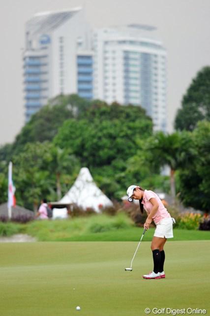 2012年 サイム・ダービー LPGA マレーシア 3日目 宮里藍 コースは都心から10kmほどのところにありますが、昨日は大雨で道路が冠水して、ホテルまで4時間も(!)かかりました…。藍ちゃんはフツーに帰れたそうです。恐るべし…。