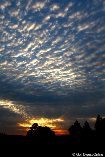プレー終了後の夕焼けと雲、すっかり秋も深まってきましたね