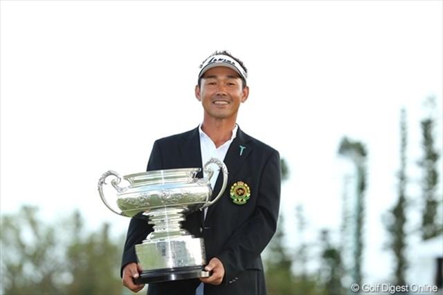 日本オープン初優勝を飾った久保谷健一。6打差の逆転は、最多差タイ記録に並ぶ。