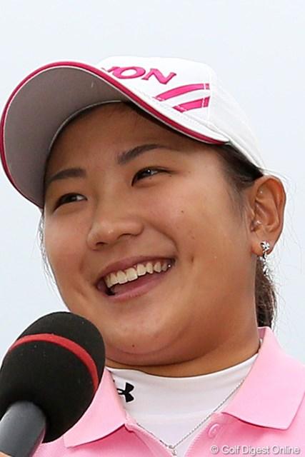 2012年 富士通レディース 最終日  成田美寿々 美寿々スマイルで優勝インタビュー「涙はありません」
