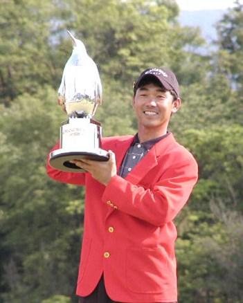 勝負どころの強さが光る、久保谷健一が2週連続でプレーオフを制した