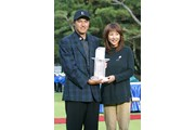 2002年 ダンロップフェニックストーナメント 最終日 横尾要と夫人のかとうれいこ