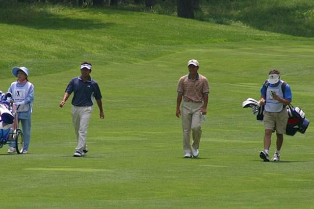 2002年 日本ゴルフツアー選手権イーヤマカップ 初日 左)手嶋多一、右)宮本勝昌